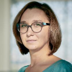 Устинова Марианна
